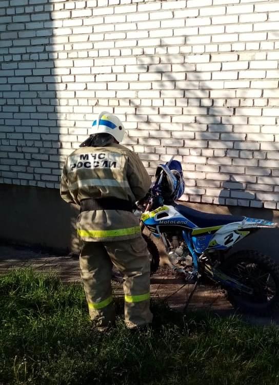 Спасатели МЧС принимали участие в ликвидации ДТП в Жуковском районе, г. Кременки, ул. Ленина