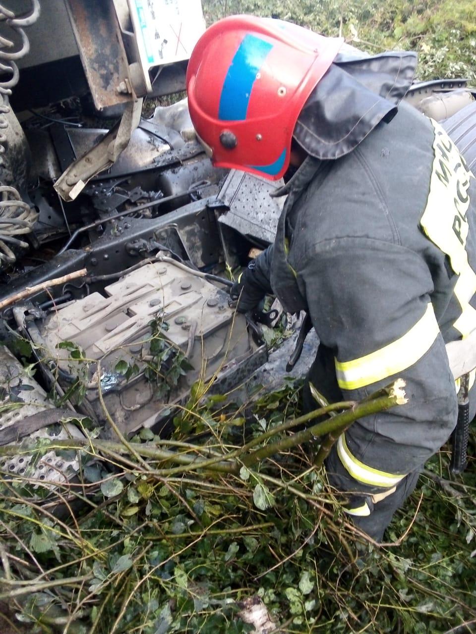 Спасатели МЧС принимали участие в ликвидации ДТП в Тарусском районе, 61 км автодорога «Калуга-Серпухов»