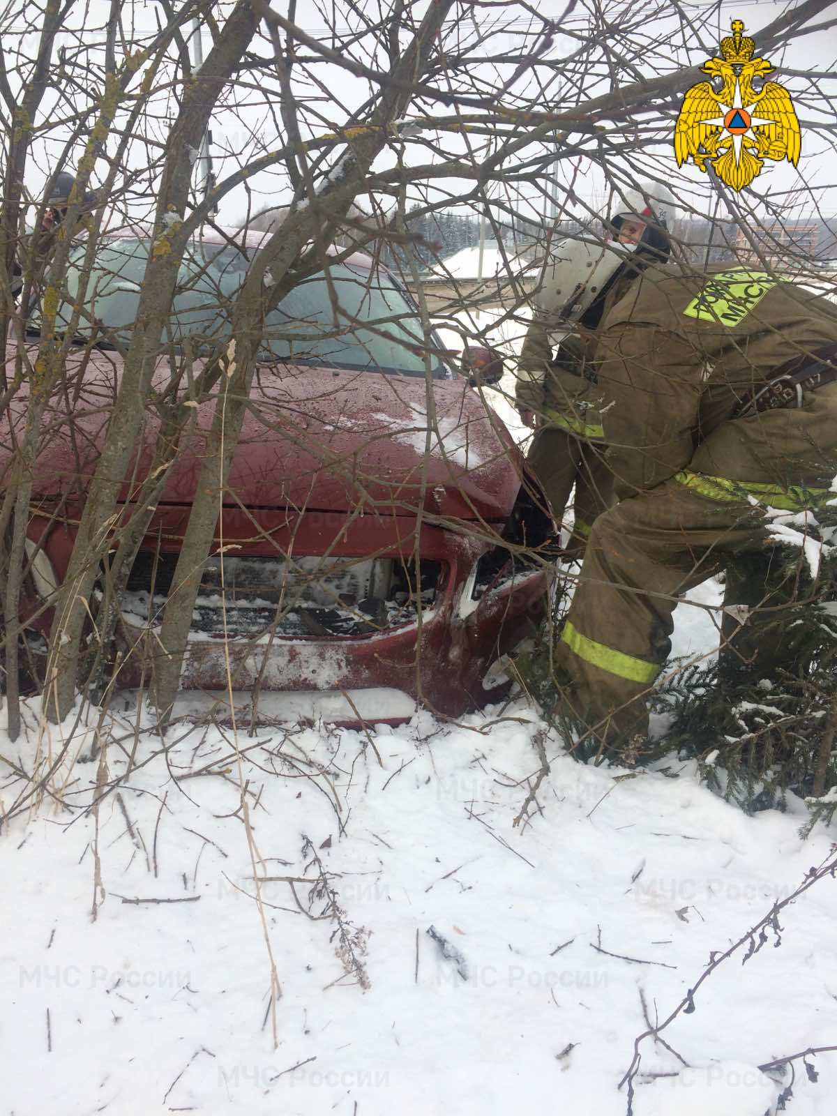 Спасатели МЧС принимали участие в ликвидации ДТП в Малоярославецком районе, 125 км автодороги М-3 «Украина»