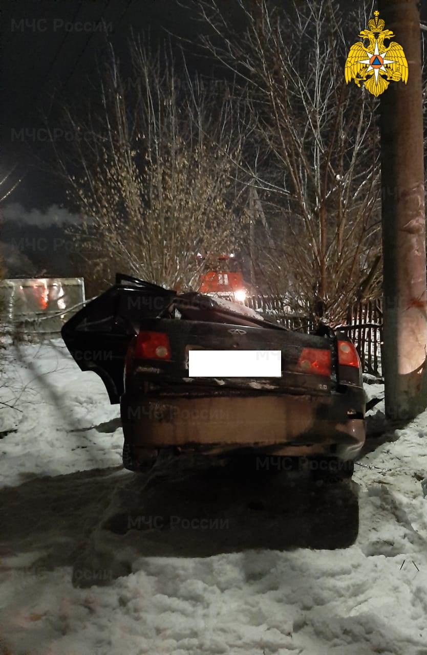 Спасатели МЧС принимали участие в ликвидации ДТП в Дзержинском районе, г. Кондрово, ул. Ленина
