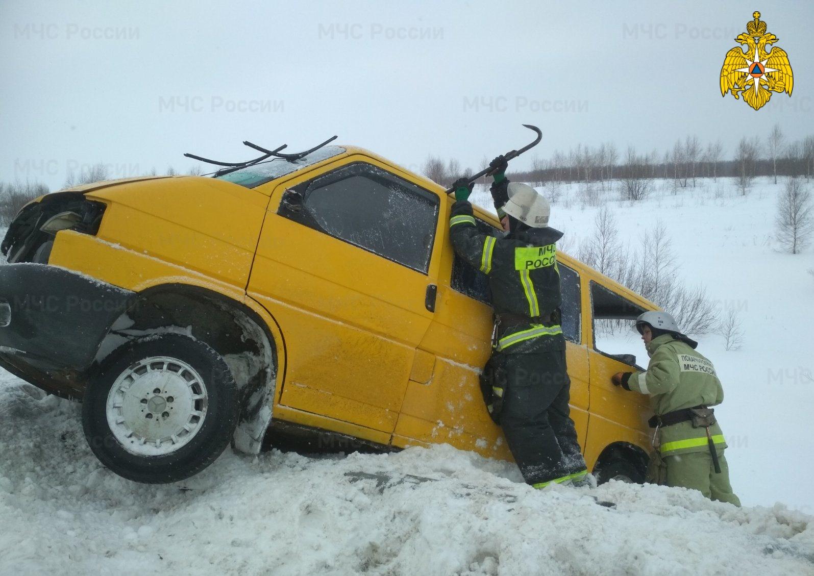 Спасатели МЧС принимали участие в ликвидации ДТП в Мещовском районе, 224 км автодорога М-3 «Украина»