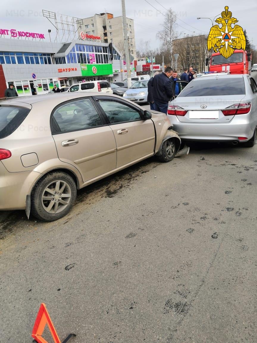 Спасатели МЧС принимали участие в ликвидации ДТП в г. Обнинск, перекресток ул. Курчатова и ул. Мира