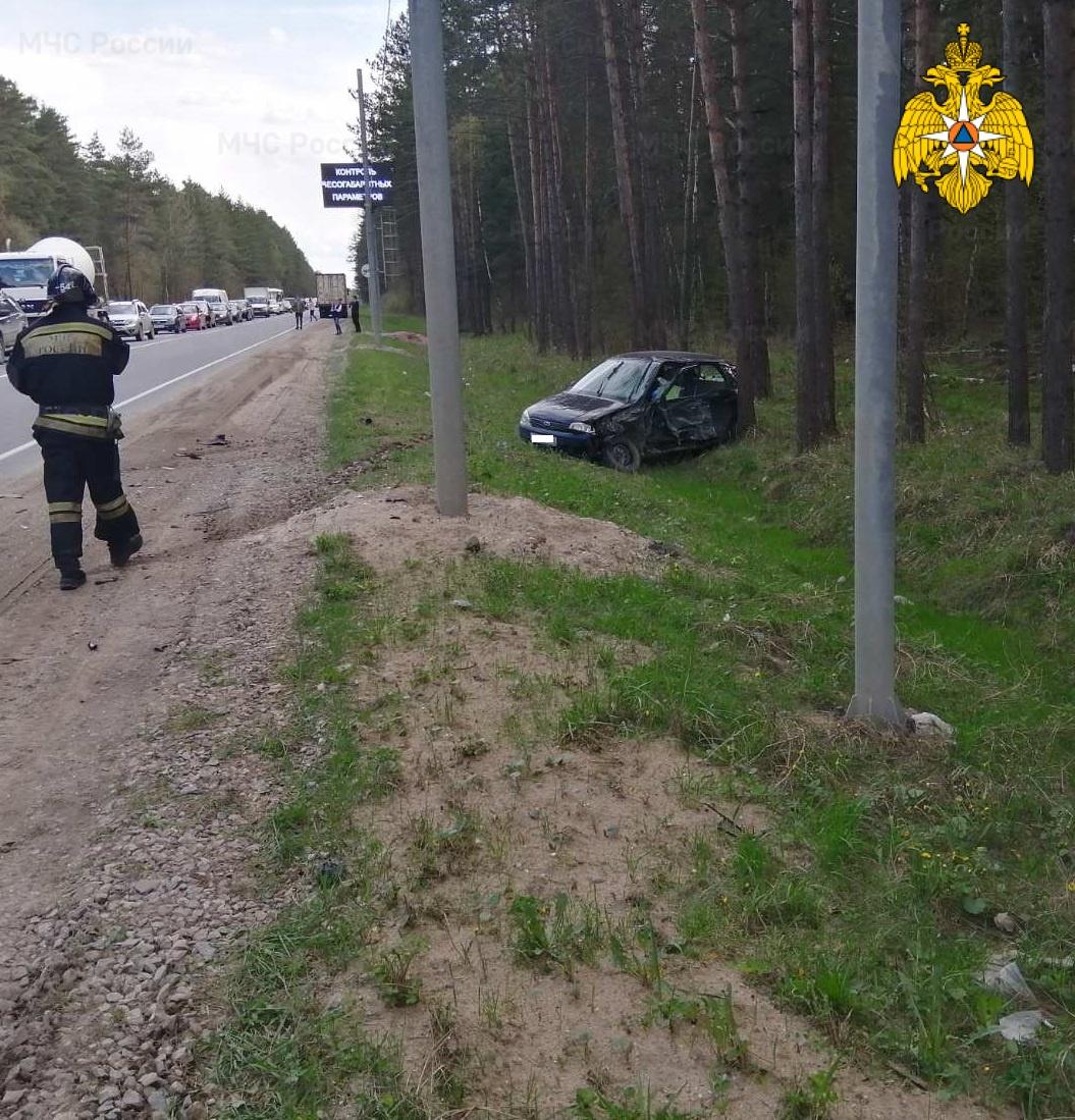 Спасатели МЧС принимали участие в ликвидации ДТП в Дзержинском районе, 21 км автодороги «Калуга-Медынь»