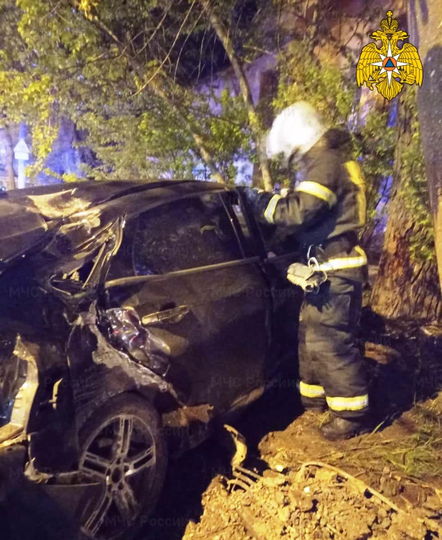 Спасатели МЧС принимали участие в ликвидации ДТП в г. Калуга, ул. Глаголева