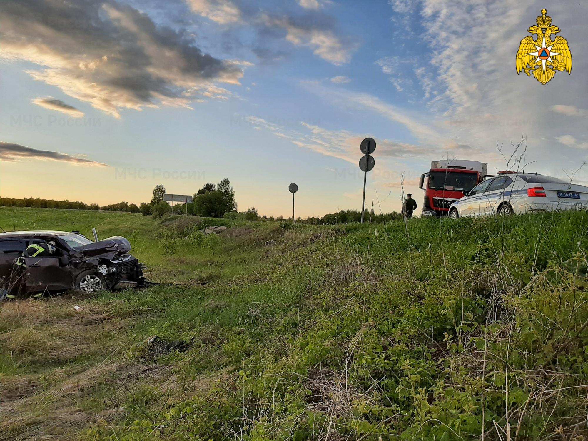Спасатели МЧС принимали участие в ликвидации ДТП в Козельском районе, 12 км автодорога «Козельск-Кудринская»