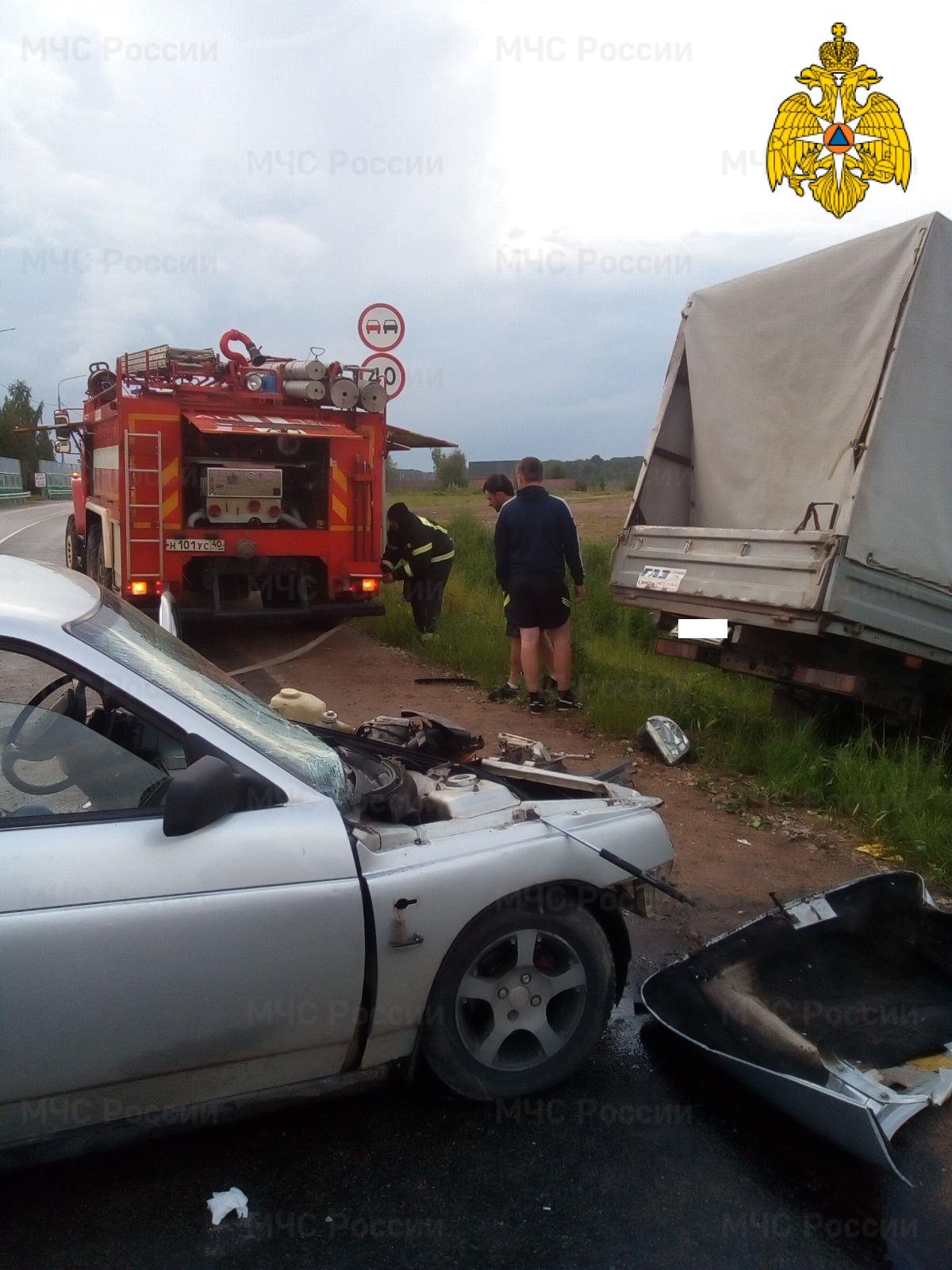Спасатели МЧС принимали участие в ликвидации ДТП в Медынском районе, д. Дошино