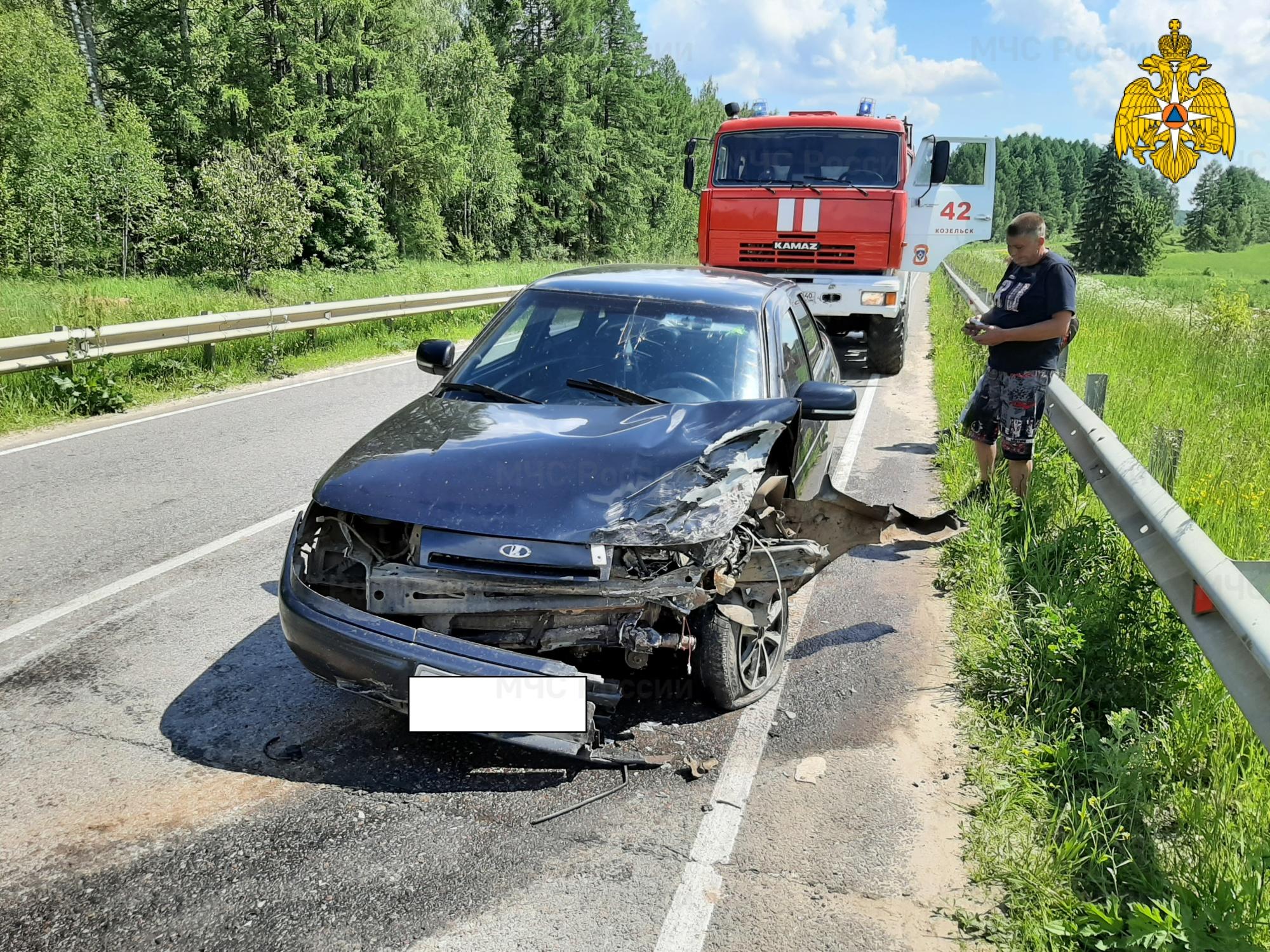 Спасатели МЧС принимали участие в ликвидации ДТП в Козельском районе, 8 км автодороги «Козельск-Кудринская»