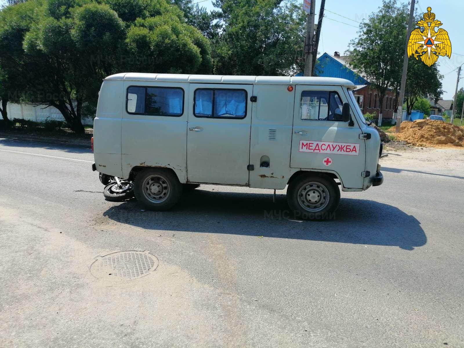 Спасатели МЧС принимали участие в ликвидации ДТП в Жиздринском районе, г. Жиздра, ул. Коммунистическая