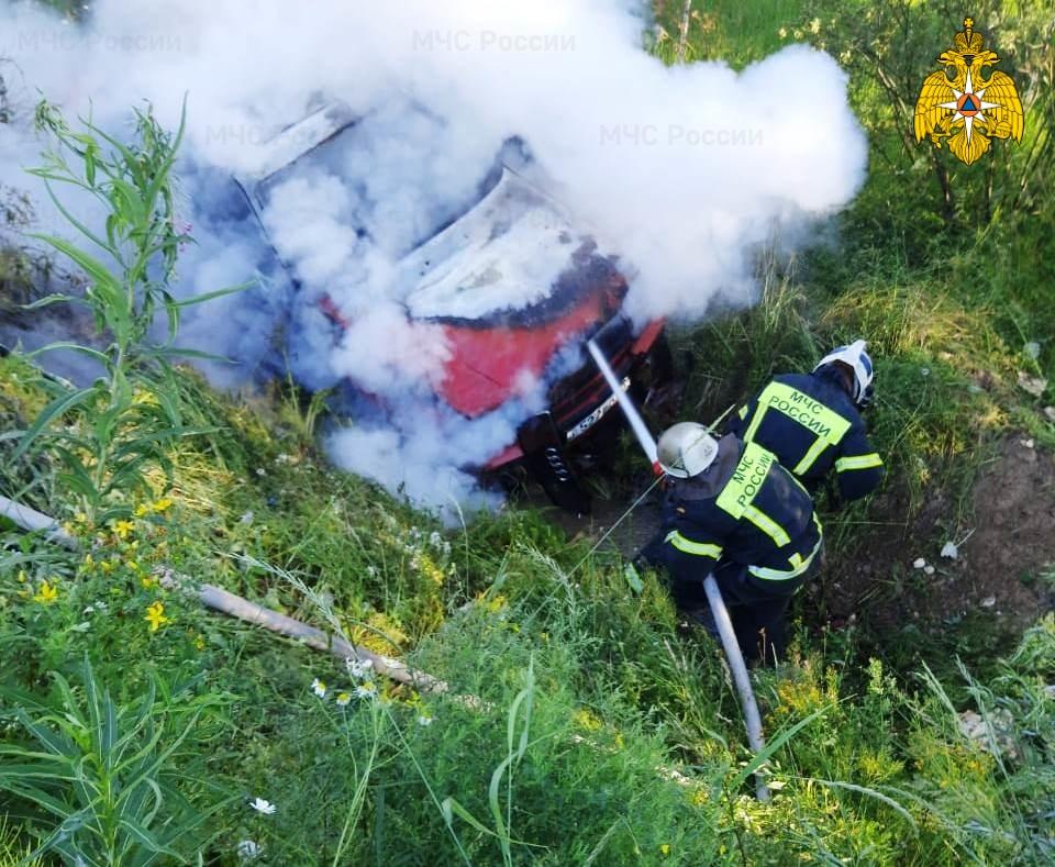 Спасатели МЧС принимали участие в ликвидации ДТП в Ферзиковском районе, 5 км автодороги Ферзиково-Сугоново