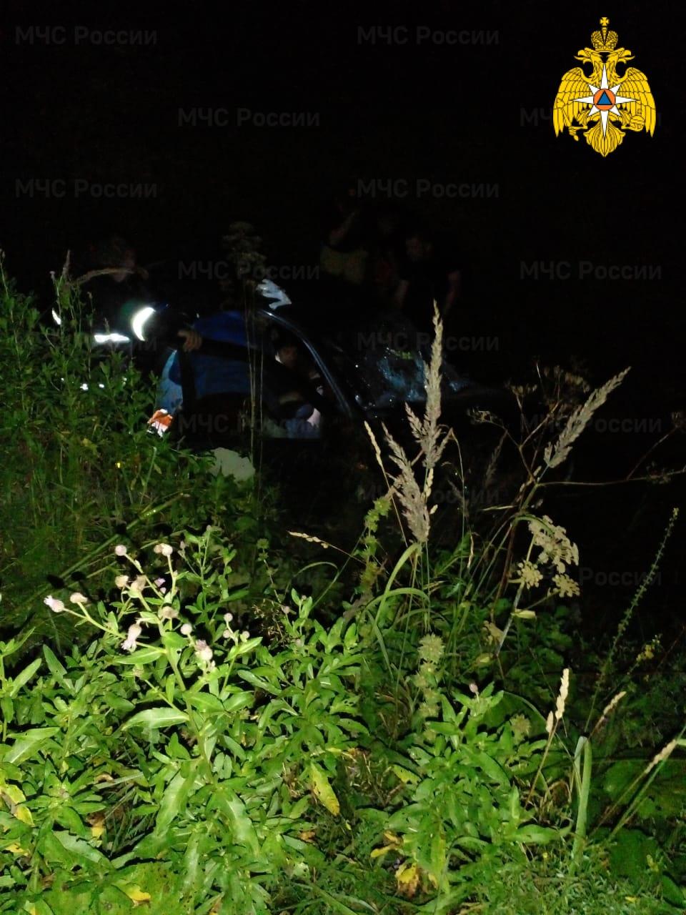 Спасатели МЧС принимали участие в ликвидации ДТП в Юхновском районе, д. Погореловка