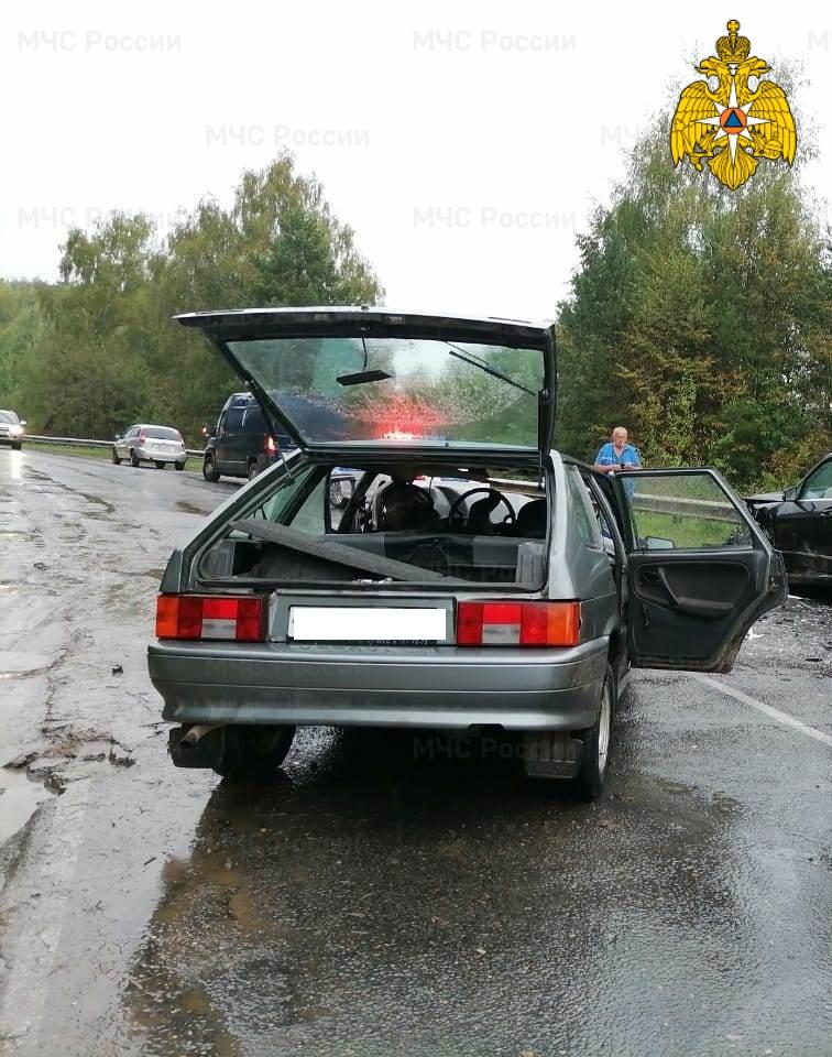 Спасатели МЧС принимали участие в ликвидации ДТП в Тарусском районе, 81 км автодороги «Калуга-Таруса-Серпухов»