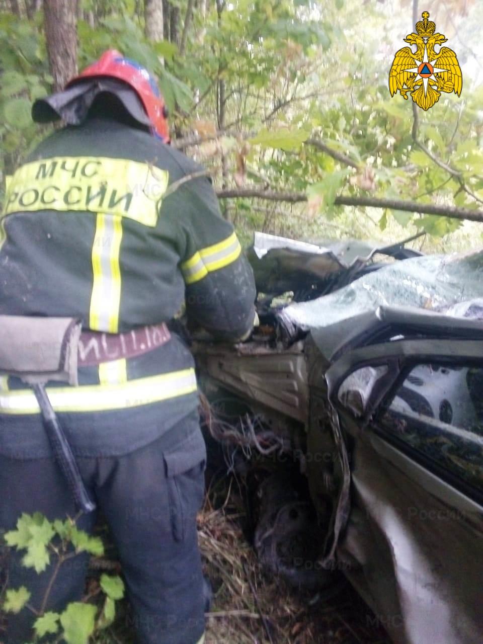Спасатели МЧС принимали участие в ликвидации ДТП в Тарусском районе, 69 км автодороги «Калуга - Серпухов»