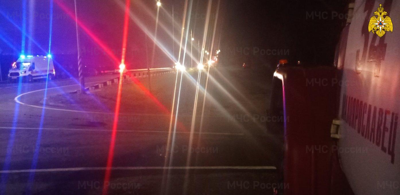 Спасатели МЧС принимали участие в ликвидации ДТП в Малоярославецком районе, 114 км а/д А-130 «Москва-Рославль»